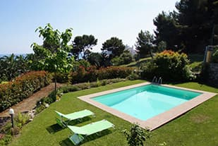 Holiday rentals with pool in Liguria