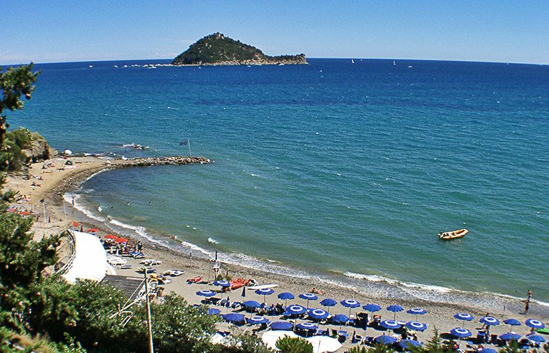 View to a dog friendly Baba Beach in Alassio