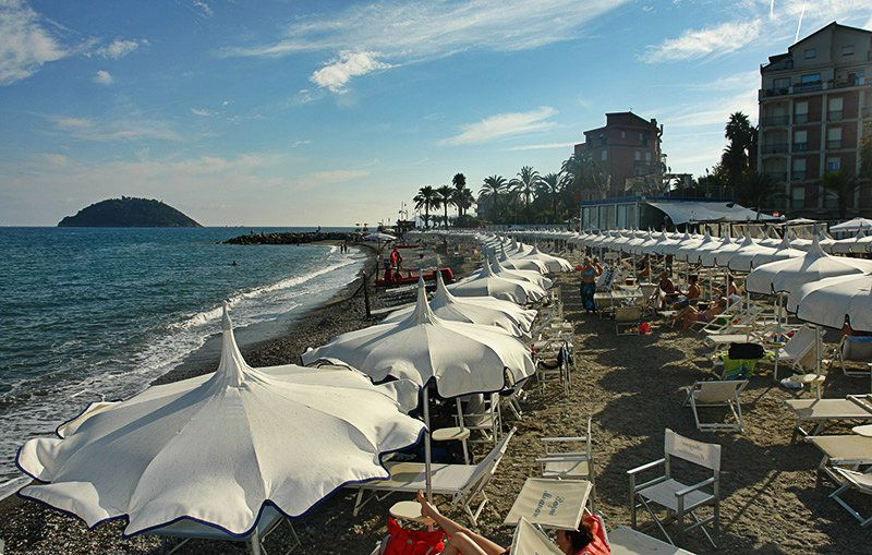 A beautiful view of a beach in Albenga