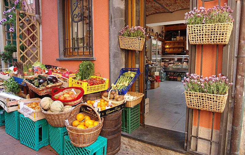 A market with fresh fruits and vegetables in Lerici