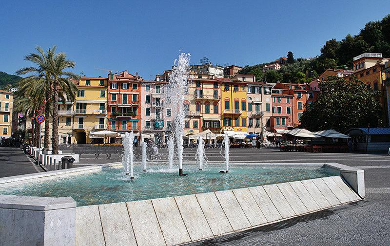 A beautiful fountain in the center of Lerici