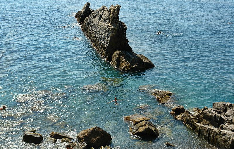 A view of a cliff in the sea in Imperia