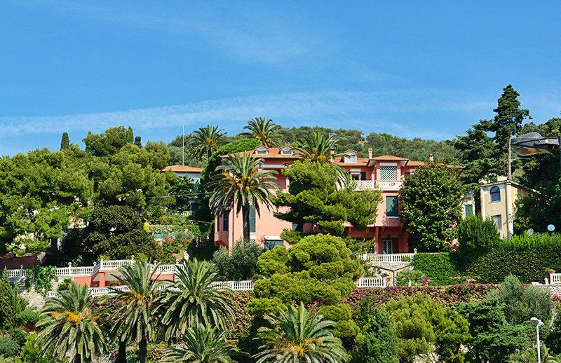 A beautiful villa in Imperia, Oneglia in between palm trees