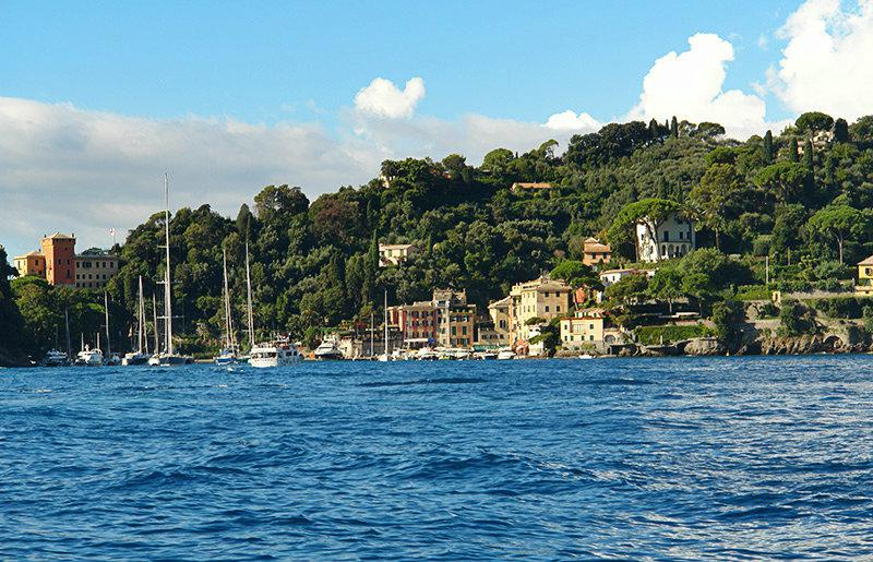 The clear blue sea and houses in Portofino