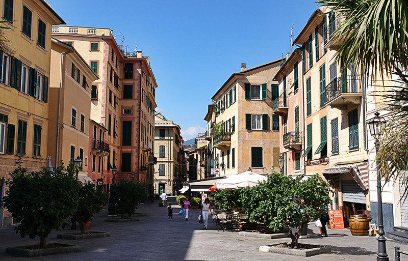 A street in Rapallo full of cafes, restaurants and bars