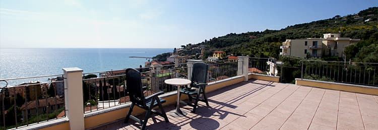 Holiday rental in Liguria at the seaside with roof terrace and marvelous sea view