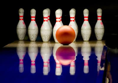 Play bowling in Liguria - enjoy this classical ball sport while knocking all the pins at the end of the lane