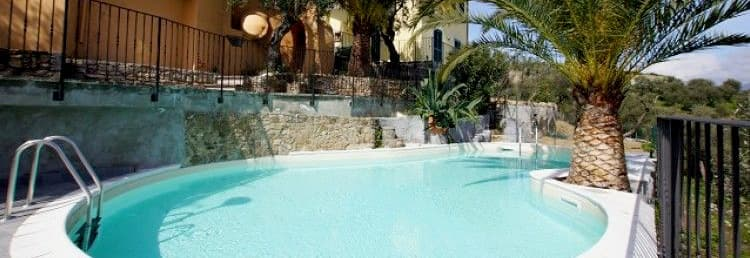 Villetta Teresa holiday home with a pool, terrace and garden in Liguria