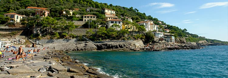 Holiday home directly by the sea in Liguria - Discover the beaches in Cervo