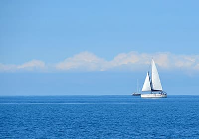 Sailing in Liguria - find the best sailing school or charter yachts