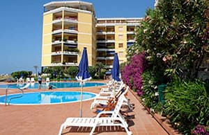 Convenient holiday rental with a pool directly by the sea in Liguria