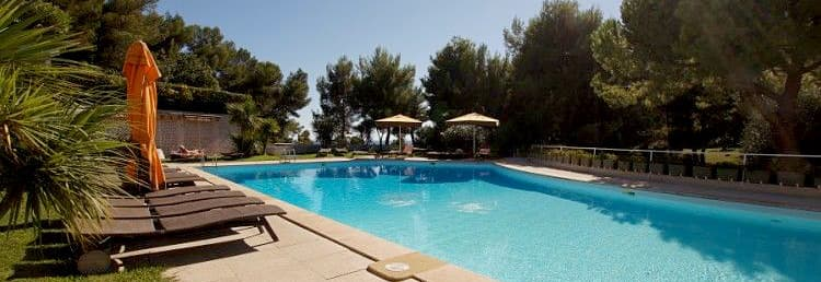 Holiday rental with a big swimming pool, very close to the sea in Liguria
