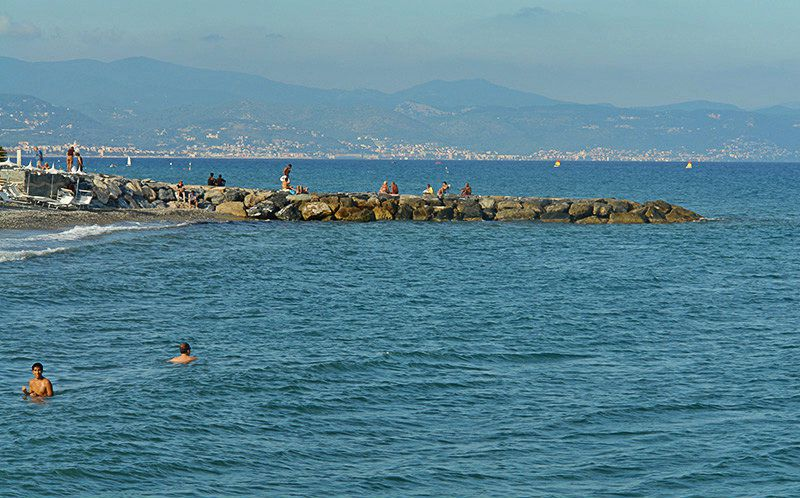 Vue sur la mer à Albenga