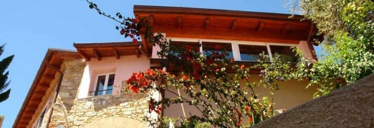 Rent the Casa Mare holiday home for the whole family directly from the owners in Liguria
