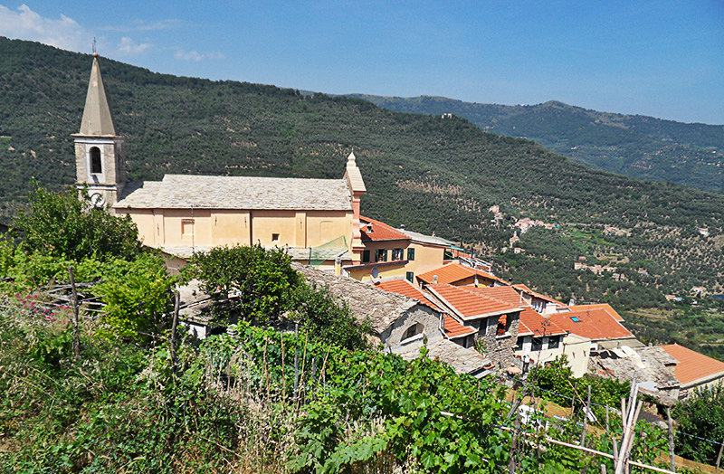 Een mening van het dorp van een kunstenaar Valloria