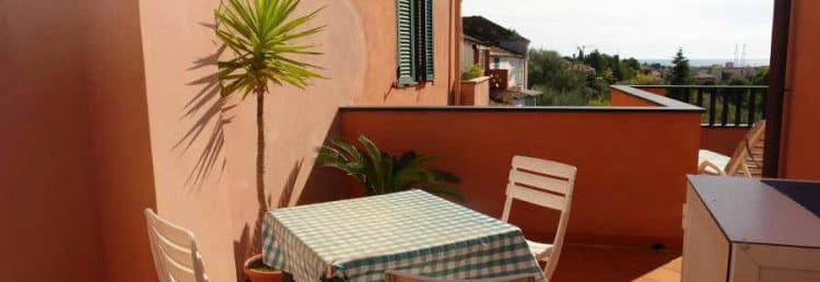 Charming holdiay rental in Liguria directly from the owners with a beautiful terrace and sea view