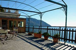Holiday rental with a direct view to the sea and access to the beach in Liguria