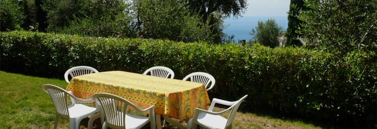 Holiday rental with a fantastic sea view and garden in Liguria