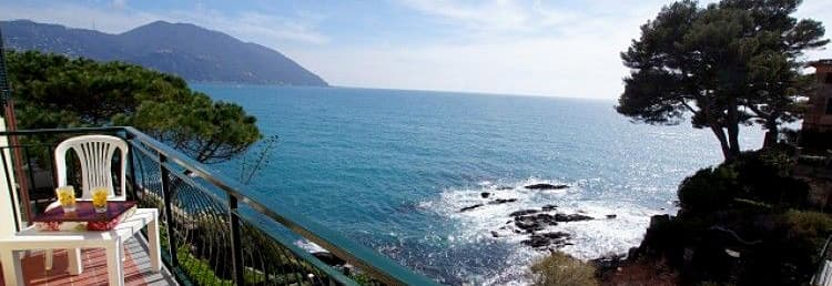 Dependance Villa Royal holiday home with a private beach overlooking the sea in Liguria