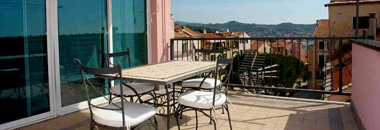 The Penthouse Splendore holiday rental right in the middle of Imperia's old town center in Liguria