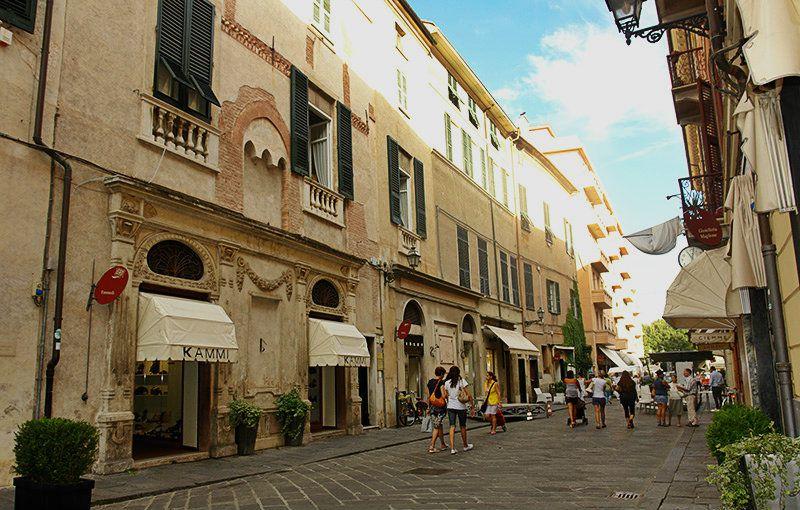 Une rue romantique de Albenga