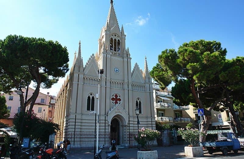 Kerk van Ave Maris Stella in het centrum van Imperia