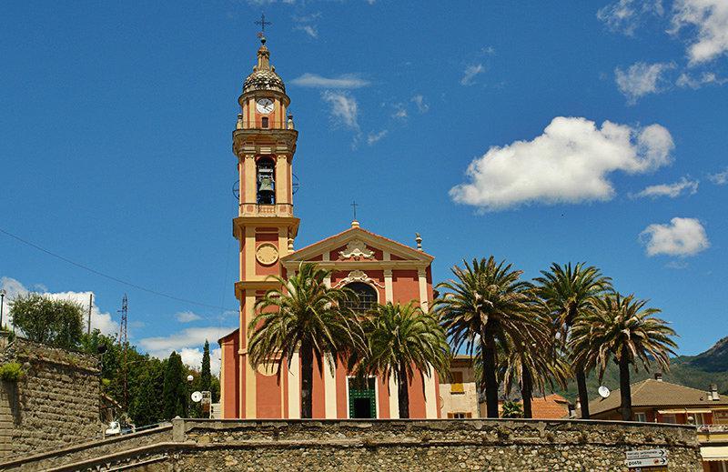 Een oude kerk in Casarza Ligure