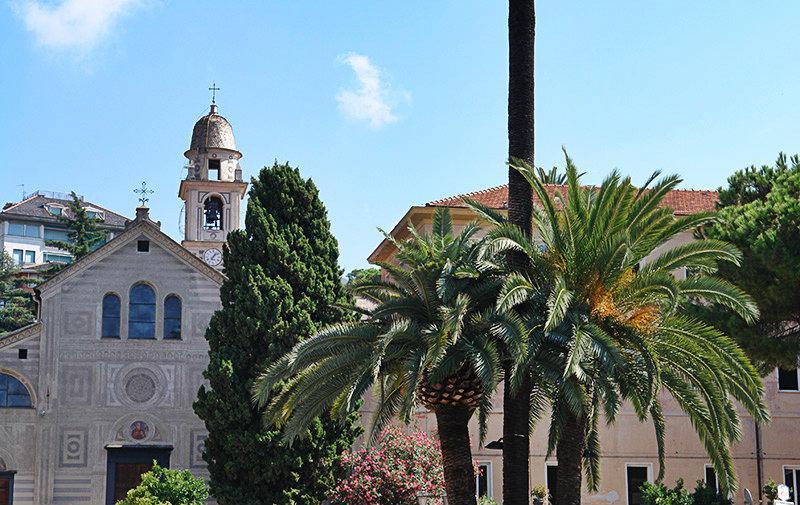 Een weergave van een kerk in Rapallo