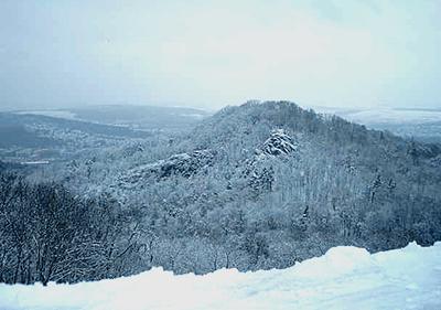 Ein schneebedeckten Berg in Ligurien
