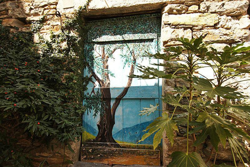 Valloria en de prachtige beschilderde deuren