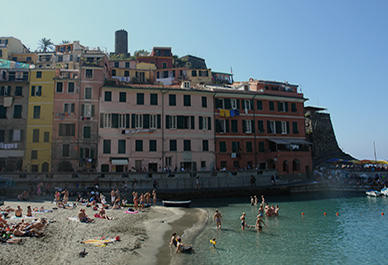The multi-colored house fronts of Vernazza