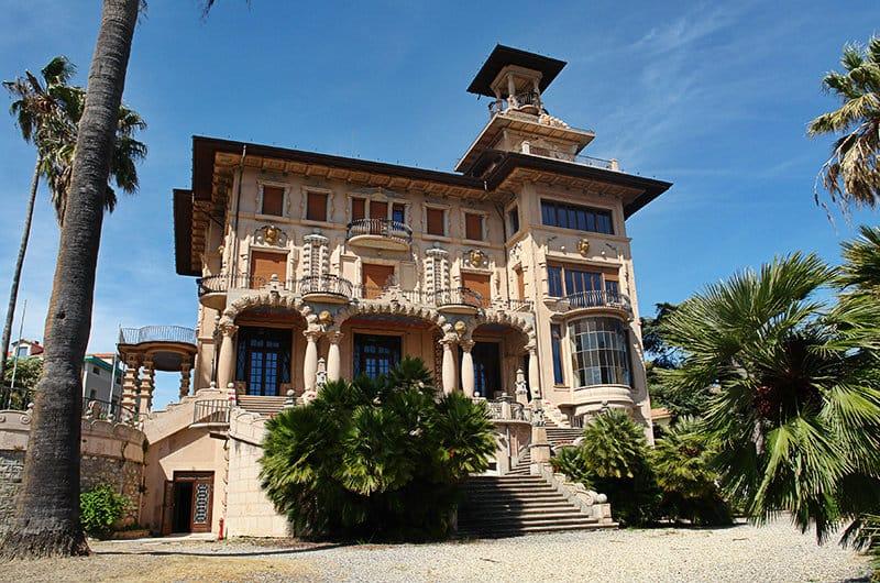 De clown museum Villa Grock in Imperia op een zonnige dag