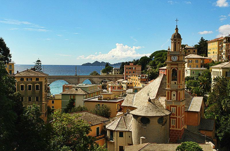 Een prachtig uitzicht over de huizen in Zoagli, Ligurië