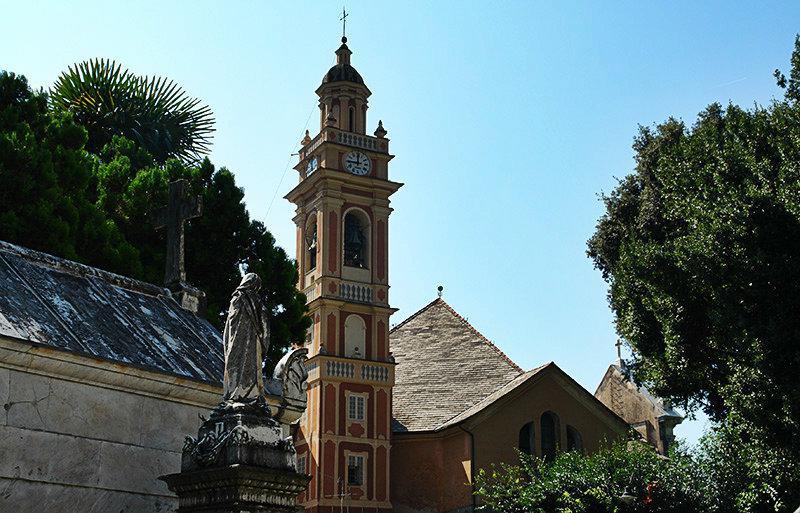 Een prachtig uitzicht van een kerktoren in Zoagli