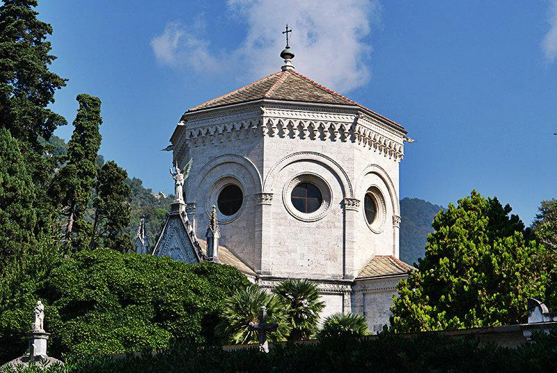 Gezicht op een kerk in Zoagli