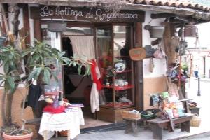 La bottega di Angelamaria Grocery store in Liguria