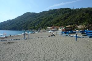 Spiaggia libera Beaches in Liguria