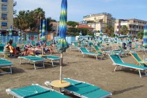 Bagni bassamarea*** Beaches in Liguria