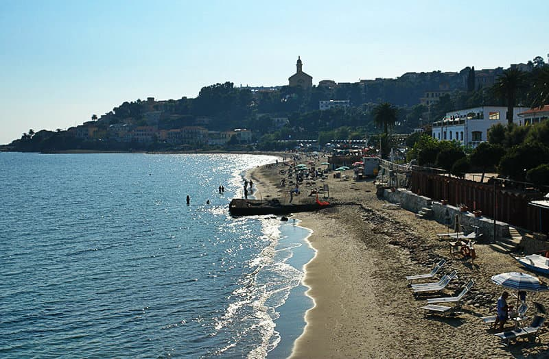 A beautiful free sandy beach in Bussana, which can be reached 5 minutes on foot from the center