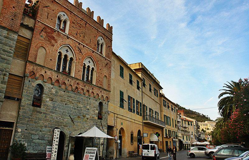 Casa Pagliano in Noli, Liguria