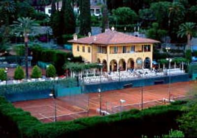 Tennis court in Hanbury Gardens