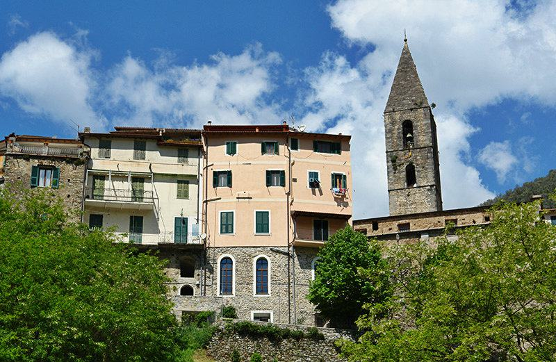 A beautiful view of houses in Pigna