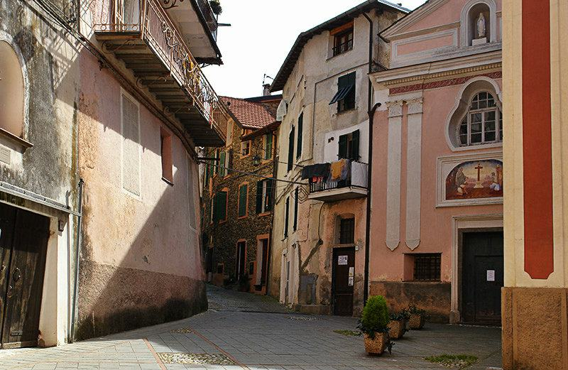 Romantic street of Isolabona