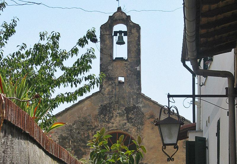 A view of a church in Varcavello