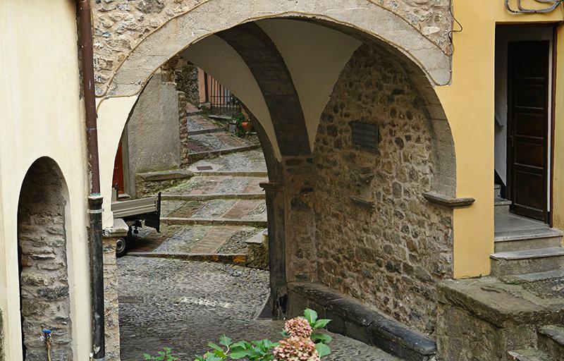 A romantic steet in Pigna