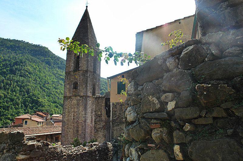 A view of a church in Pigna