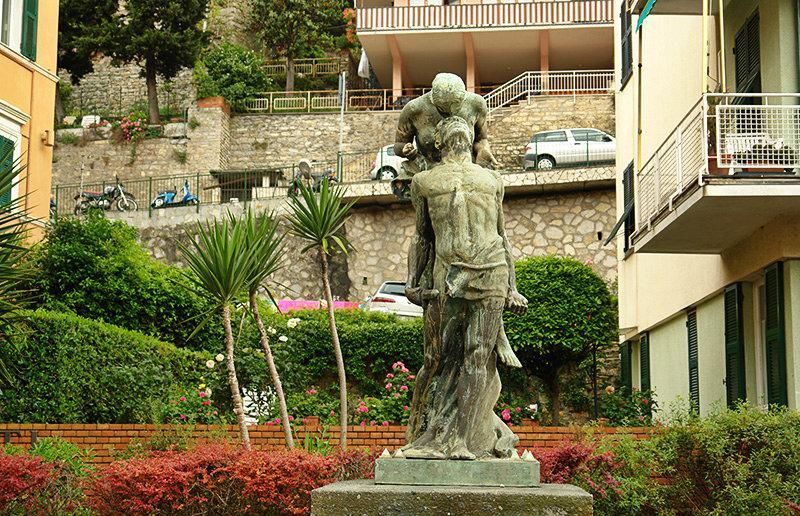 An old sculpture in Sori