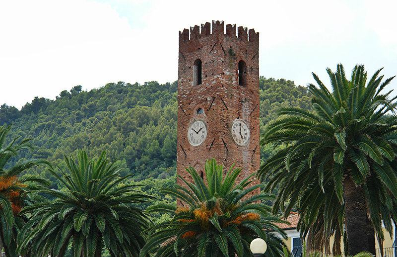 A view of a tower in Noli